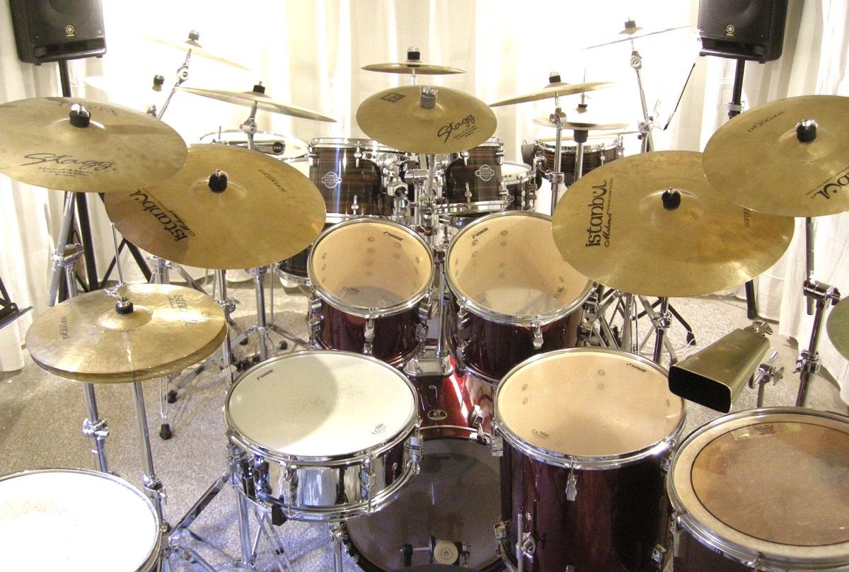 Zwei Drumsets