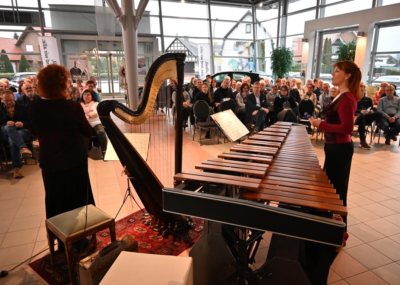 Detailreiche Moderation zu Musik und Instrumenten