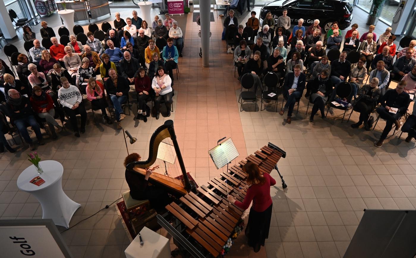 ARPARIMBA · Harfe und Marimba im Autohaus Ruhe in Dinklage