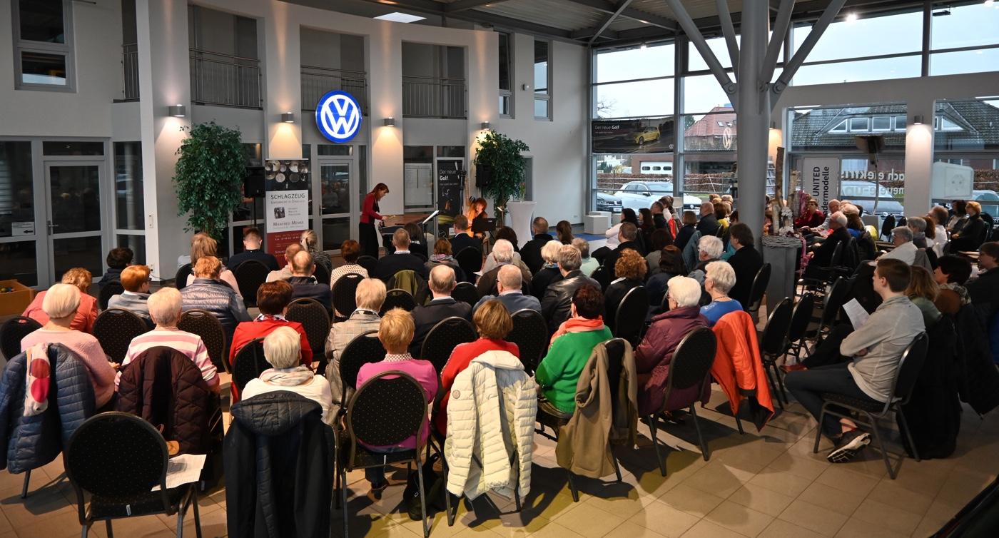 ARPARIMBA · Publikum im Autohaus Ruhe